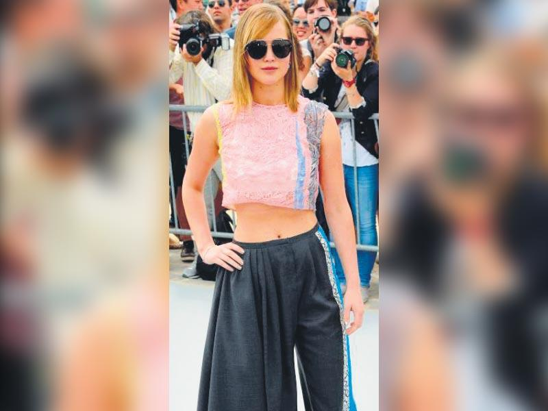 It's important to balance proportions while rocking this calf-length pant style. Whether you opt for a super wide pair or a slimmer variant, style your gaucho with a cropped top or a tucked-in tank to add emphasis on your waist, just like Jennifer Lawrence.