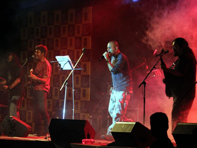 Popular band Parikrama performs at Yeshwant Club in Indore. (Shankar Mourya/HT photo)