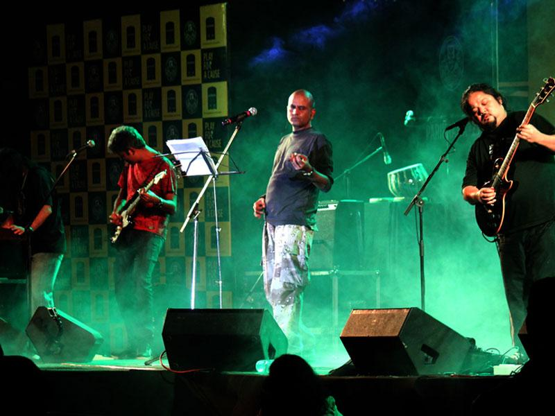 Popular band Parikrama performs at a gig at Yeshwant Club in Indore. (Shankar Mourya/HT photo)