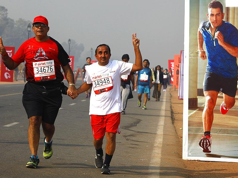 Visually impaired Gulab Singh Bhandari from Dehradun along with an assistant participated in the Airtel Delhi Half Marathon 2014 for the fifth time, at Rajpath in New Delhi. (Arvind Yadav/HT Photo)