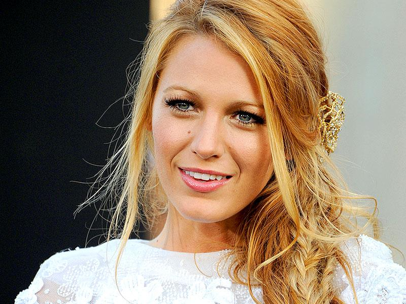 Braid it in style: The side braid-hairstyle works wonders on a bad hair day. Just pull your hair to either of the side and tie it in a braid. It will look elegant and go well with formal as well as ethnic workwear. Blake Lively does a perfect imitation at the world premiere of her movie Green Lantern. (Photo: Shutterstock)