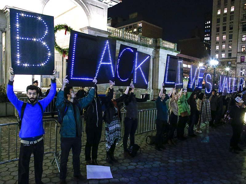 Demonstrators take part in a protest in Union Square in New York in anticipation of the announcement of the Grand Jury decision in the shooting death of Michael Brown. (AFP Photo)