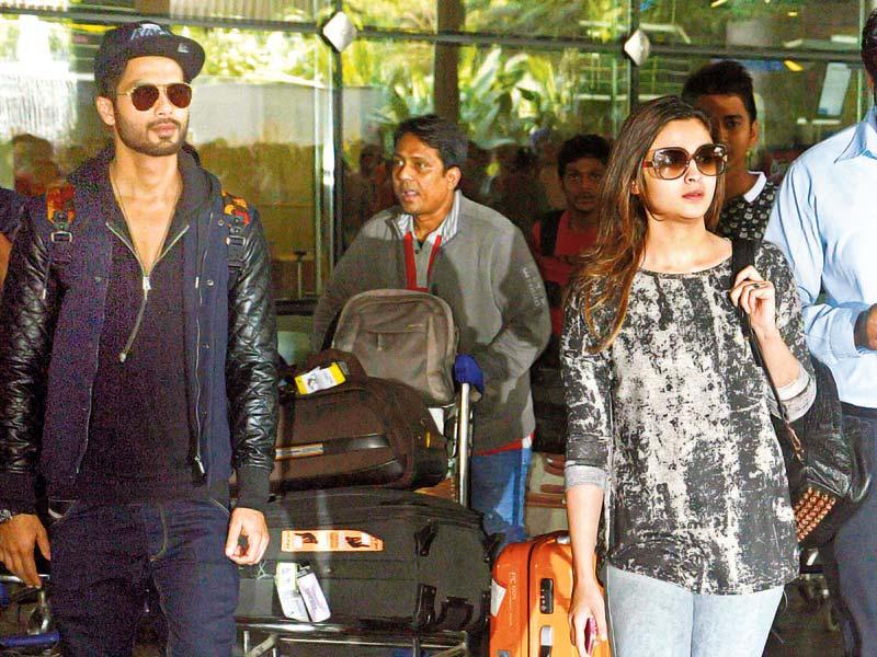 Shahid Kapoor and Alia Bhatt were spotted at the Mumbai airport. They were returning from a shoot in London.