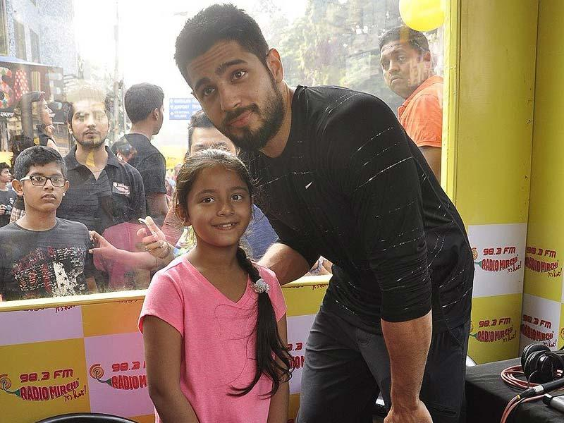 Actor Sidharth Malhotra strikes a pose with a young fan during Equal Street Campaign in Mumbai on November 24, 2014. In 2013, he co-hosted the Filmfare Awards with Varun Dhawan and Ayushmann Khurrana. (IANS)