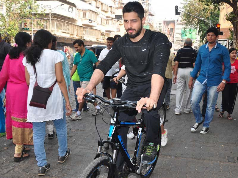 Actor Sidharth Malhotra cycles at The Equal Street Movement in Bandra, Mumbai on November 24, 2014. Sidharth has so far garnered favourable reviews from critics - Rajeev Masand of CNN IBN complimented him for his 'pleasing presence' in Student of the Year while Saibal Chatterjee of NDTV praised his screen presence in Hasee Toh Phasee and compared it to the early works of Amitabh Bachchan (IANS)