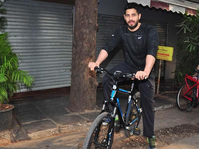 Actor Sidharth Malhotra cycles at The Equal Street Movement in Bandra, Mumbai on November 24, 2014. Sidharth made his Bollywood debut in 2012 with Student of the Year. (IANS)