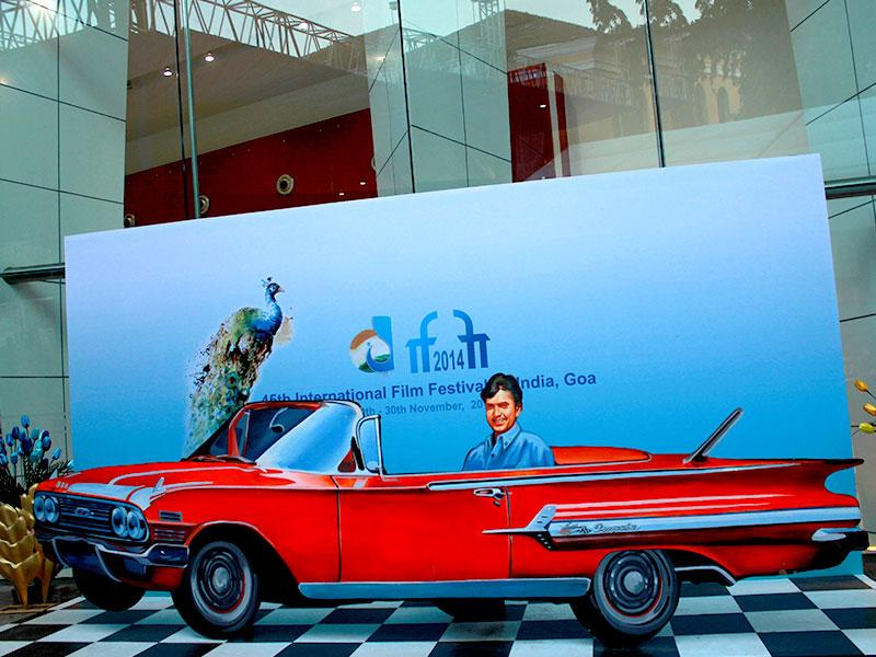Sights from International Film Festival of India 2014: Oh, did you see that? Superstar Rajesh Khanna's cutout in a fancy '70s car. (Rohit Vats/HT Photo)