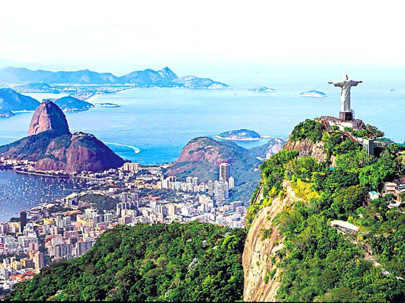 Sugar Loaf Mountain, Rio De Janeiro, Brazil: In Moonraker (1979), there is a scene, where James Bond (Roger Moore) is seen fighting with assassin Jaws (Richard Kiel) atop two cable cars at Rio de Janeiro's Sugar Loaf Mountain. The scenic location added value to the action scene.