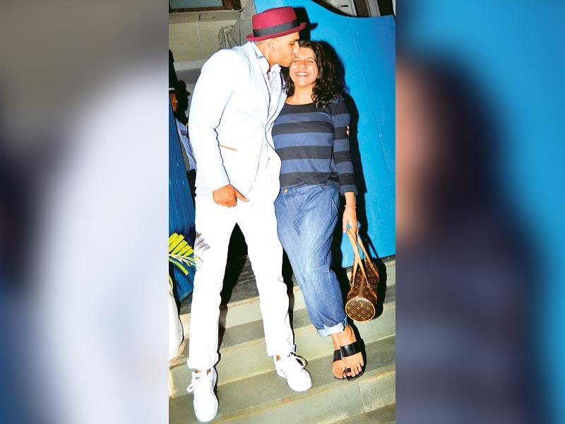 A jovial Ranveer Singh posed with Zoya Akhtar outside a suburban eatery. (HT Photo)