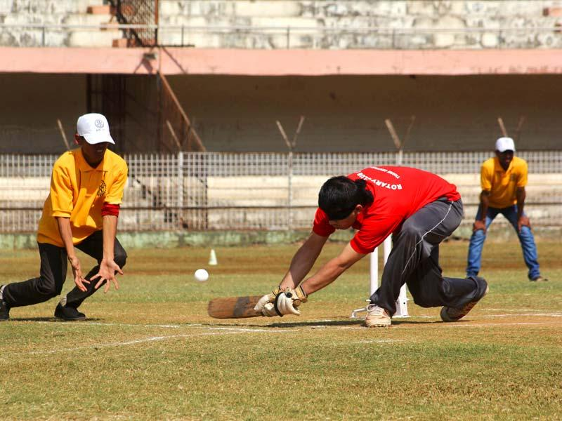 State-level blind cricketers play during the two-day tournament organized by the Blind Welfare Organization and Thane rotary club in Thane. (Praful Gangurde/HT photo)