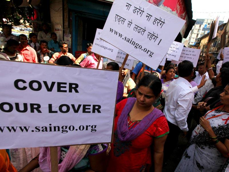 Sex workers from Kamathipura hold placards during a rally to spread awareness on Aids on World Aids Day in Mumbai. (Vijayanand Gupta/HT photo)