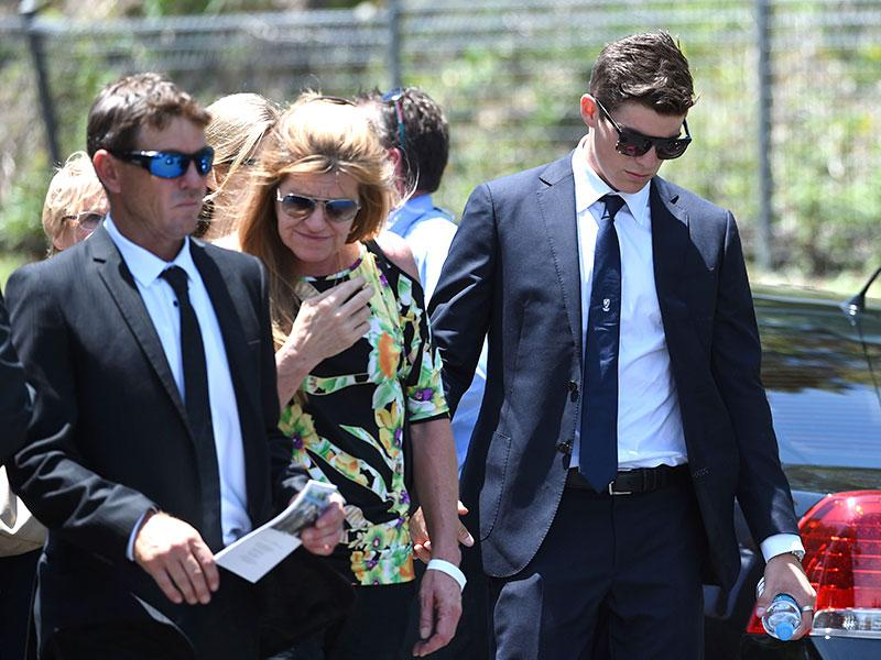 Australian bowler Sean Abbott (R) arrives for Hughes' funeral on Wednesday. The funeral for Hughes turned into a celebration of his life despite the grief and sorrow still evident from his death.(AFP Photo)