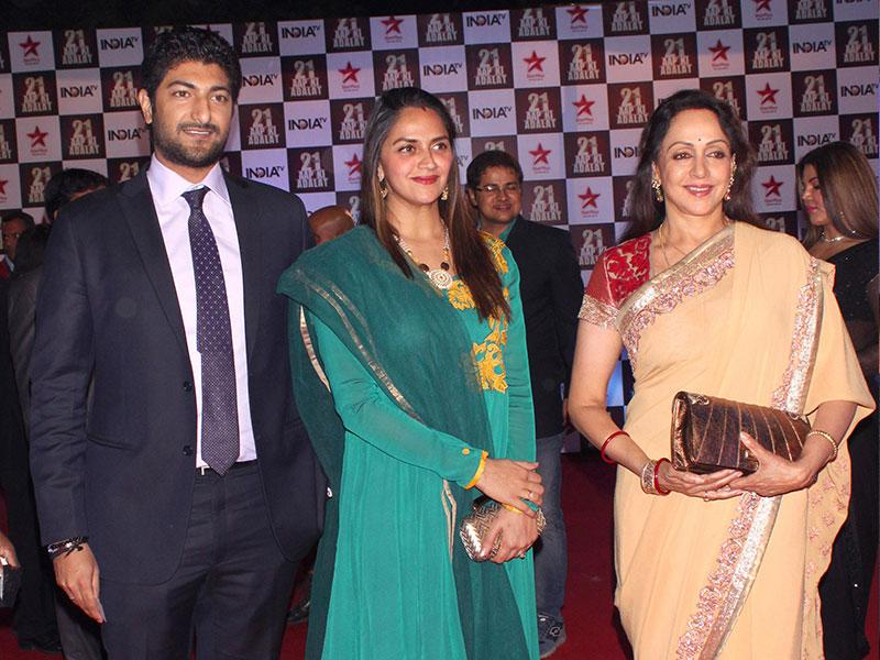 Actor Hema Malini during a programme organised to celebrate 21 years of TV show at Pragati Maidan in New Delhi on Dec 2, 2014. (IANS)