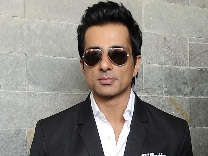 Actor Sonu Sood, who was recently seen in Happy New Year, visited Indore on Thursday. (Arun Mondhe/HT photo)