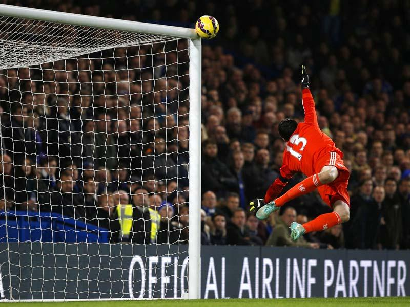 Chelsea's Belgian goalkeeper Thibaut Courtois dives in vain as the ball hits the woodwork after a header from Tottenham Hotspur's English striker Harry Kane during the English Premier League football match between Chelsea and Tottenham Hotspur at Stamford Bridge in London. (AFP Photo)