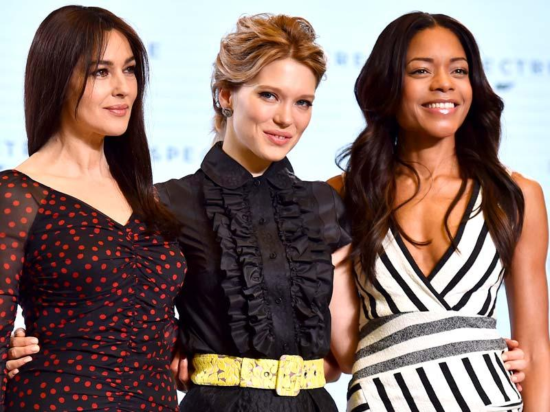 Italian actror Monica Bellucci (L), French actor Lea Seydoux (C) and British actorNaomi Harris (R) pose during an event to launch the 24th James Bond film Spectre at Pinewood Studios in London. (AFP Photo)