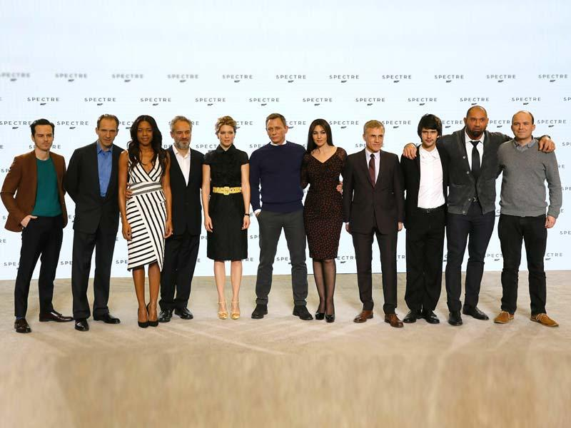 Cast members pose on stage in London. (L-R) Andrew Scott, Ralph Fiennes, Naomie Harris, director Sam Mendes, Lea Seydoux, Daniel Craig, Monica Bellucci, Christopher Waltz, Ben Whishaw, Dave Bautista and Rory Kinnear. (Reuters)
