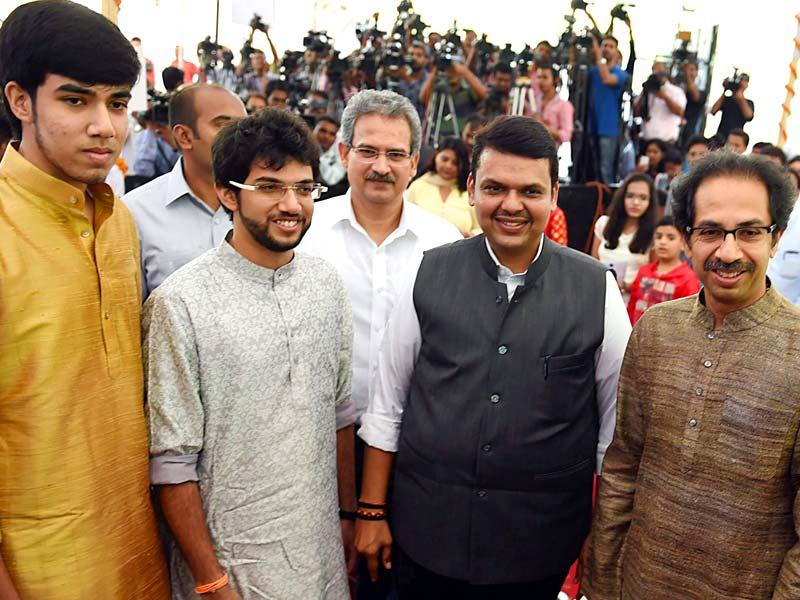 Maharashtra CM Devendra Fadnavis along with Sena chief Uddhav Thackeray and his sons Tejas and Aditya during the swearing-in ceremony for the new ministers from Sena in Mumbai. (PTI photo)