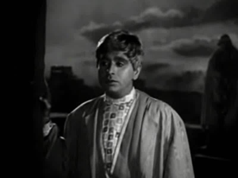 Yahudi: In this 1958 Bimal Roy's movie, Dilip Kumar played a Roman prince who disguises as a Jew because he hates the violence.