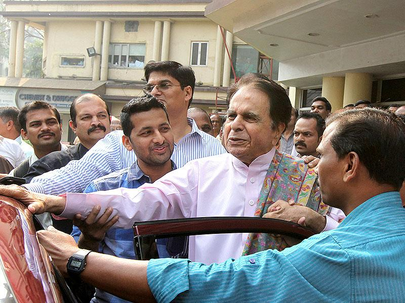 Bollywood actor Dilip Kumar leaves Lilavati Hospital in Mumbai after getting discharged. (Vijayanand Gupta/HT photo)