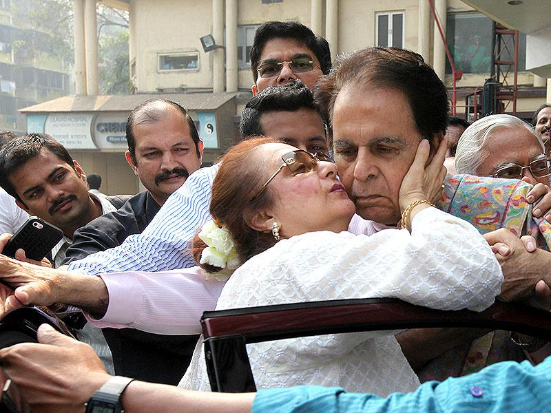 Bollywood actor Dilip Kumar with his wife Saira Banu after getting discharged from Lilavati Hospital in Mumbai. (Vijayanand Gupta/HT photo)
