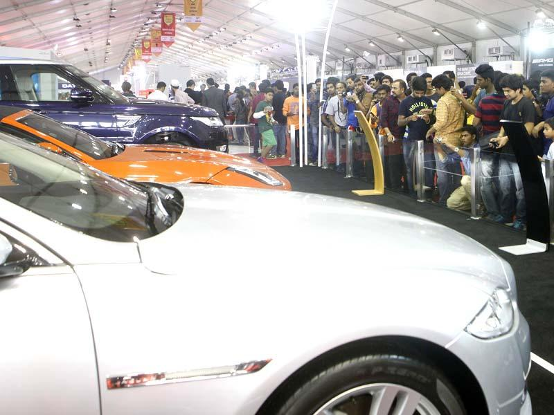 Auto enthusiasts turned up in huge numbers at the Autocar Performance Show 2014 at BKC in Mumbai.(Pratham Gokhale/HT photo)