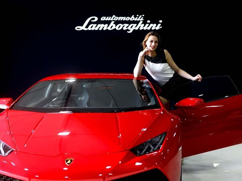 A model poses in front of a Lambhorgini at the Autocar Performance Show 2014 at BKC in Mumbai.(Pratham Gokhale/HT photo)
