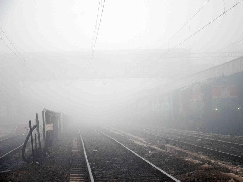 Thick fog covers Ujjain railway station on Monday morning. Fog may occur in many parts of MP, the met dept has predicted. (Sunil Magariya/HT photo)