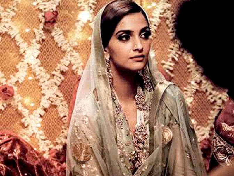 According to reports, Sonam Kapoor has donned 16 different bridal looks (including those of Catholic Bride, Maharashtrian Bride, South Indian Bride, Gujarati Bride and Muslim Bride) for the upcoming film Dolly Li Doli. Here, she is seen as a Muslim bride from the movie.
