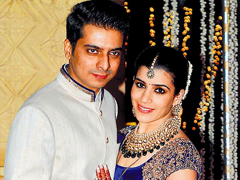 Thanks to the celebrity status of Manish Malhotra and Punit Malhotra, uncle and brother of the bride, the wedding reception of Rriddhi Malhotra and Tejas Talwalkar turned out to be a grand affair. (Photo: Prodip Guha)