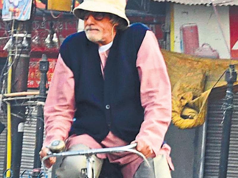 Amitabh Bachchan will be seen with a paunch, a hearing aid and ­riding cycles through the street of Kolkata in Piku.