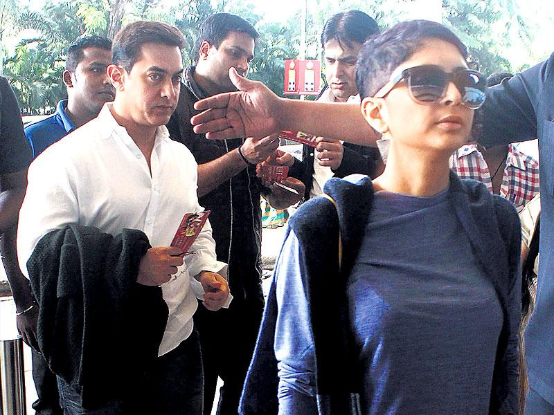 Aamir Khan and his wife Kiran Rao spotted at Mumbai airport. (HT Photo)