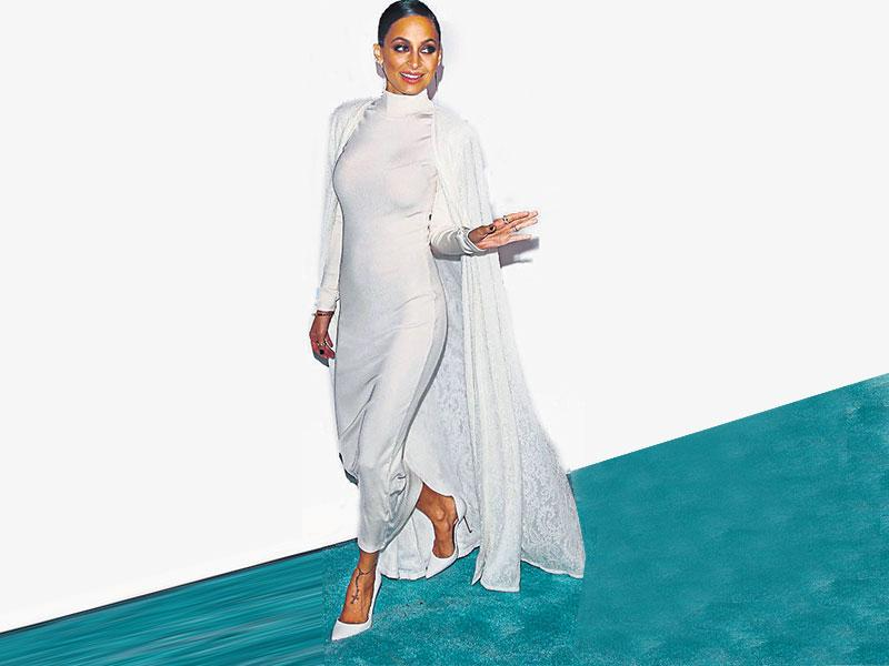 Reality television star Nicole Richie relies on her blue tresses and smokey eyes to set off her all-white cape gown.