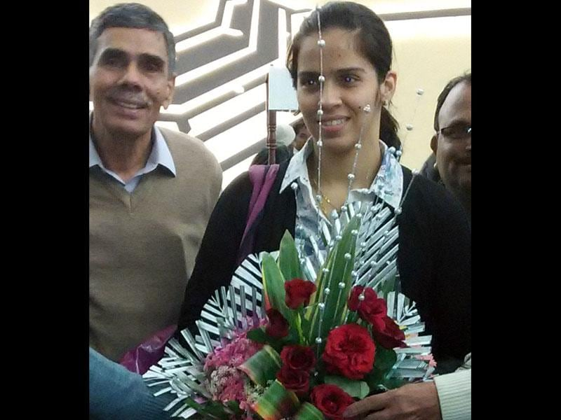 Ace badminton player Saina Nehwal arrives in Indore on Monday. She was on her way to Bhopal to attend Khel Alankaran Samaroh. (Shankar Mourya/HT photo)