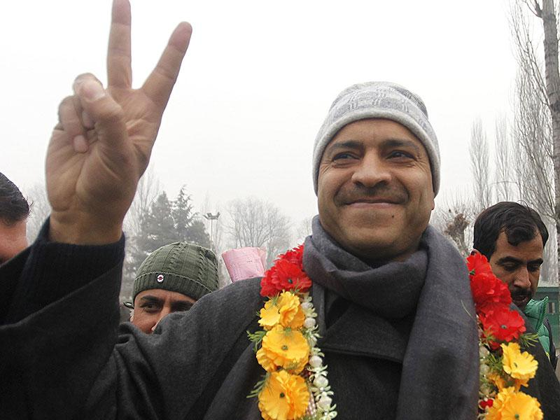 Mohammad Ashraf Mir of PDP flashes a victory sign to the media outside a counting center in Srinagar on Tuesday. (Waseem Andrabi/HT Photo)