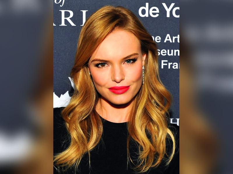 In the year gone by, Hollywood celebrities blew everyone's mind with their red lips, bright eye shadow and more. Here are some of the best beauty looks of 2014. (Text: IANS) Best red lip: Kate Bosworth. A red lip might not be that special. But the actress blew everyone's mind when she stepped out with the stunning look.
