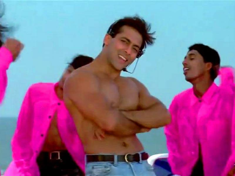 Salman Khan rocks the stage in Oh Oh Jane Jaana from Pyar Kiya To Darna Kya.