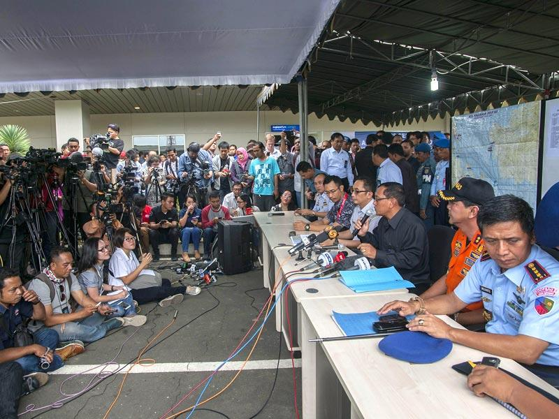 Trikora Harjo (C), general Manager of Angkasa Pur speaks during a press conference about the missing Malaysian air carrier AirAsia flight QZ8501, at the airport in Surabaya, East Java. (AFP Photo)
