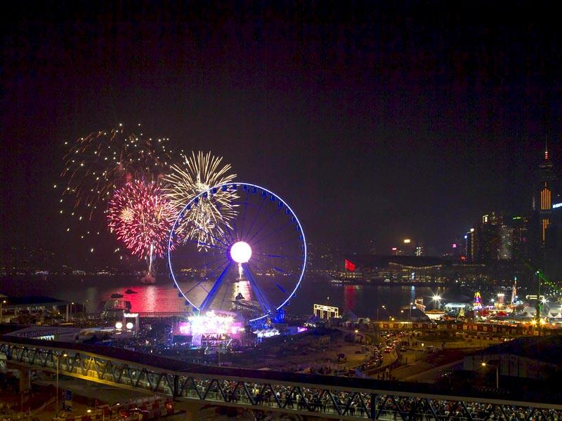 Fireworks explode near the observation wheel during a pyrotechnic show to celebrate the New Year in Hong Kong. (Reuters Photo)