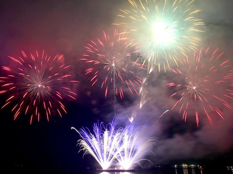 Fireworks light up the sky as Filipinos welcome the New Year. (AP Photo)