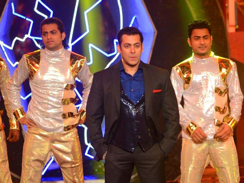 Salman Khan performs at the Bigg Boss 8 Weekend Ka Waar.