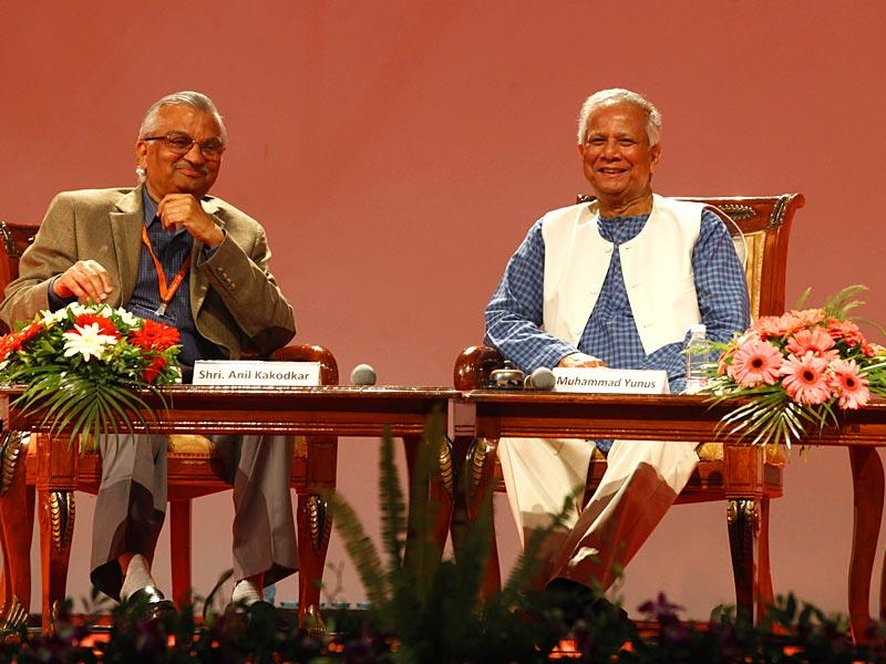 Nuclear scientist Anil Kakodkar (L) and Nobel Laureate Mohammad Yunus (R) at the Indian Science Congress at Kalina University in Mumbai. (Pratham Gokhale/HT photo)
