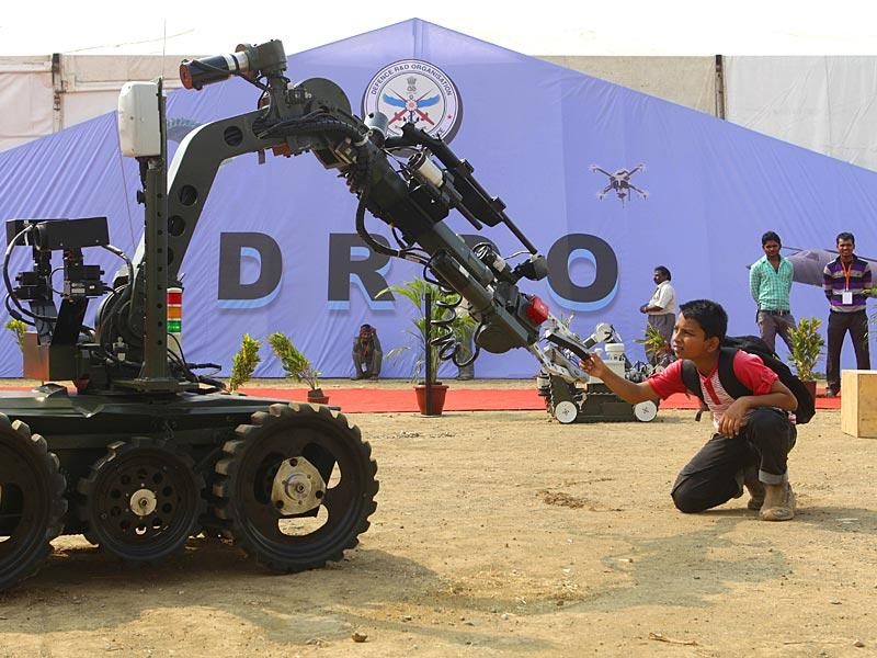 The outgoing DRDO chief was working on a project to create a pool of more than 10,000 young scientists working on cutting-edge military technologies by 2020 (Kalpak Pathak/HT File Photo)