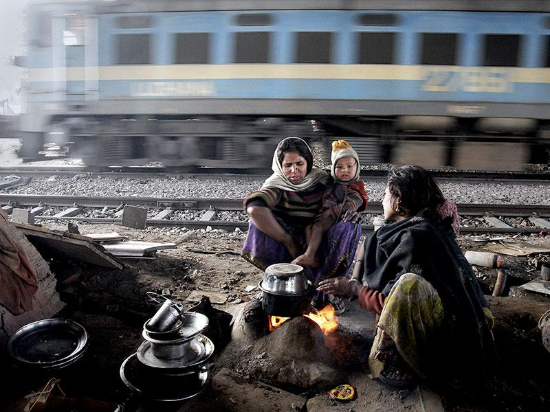 Arti, 45, a rag picker with her daughter-in-law Kanika (20) in their makeshift-home put up beside railway tracks near Okhla station in Delhi. She migrated with her family from Akbarpur, UP to Delhi around 25 years ago. Arti, like many others who migrated here for a better living, make the city function in the day but spend their nights without a proper shelter. (Subrata Biswas/HT Photo)