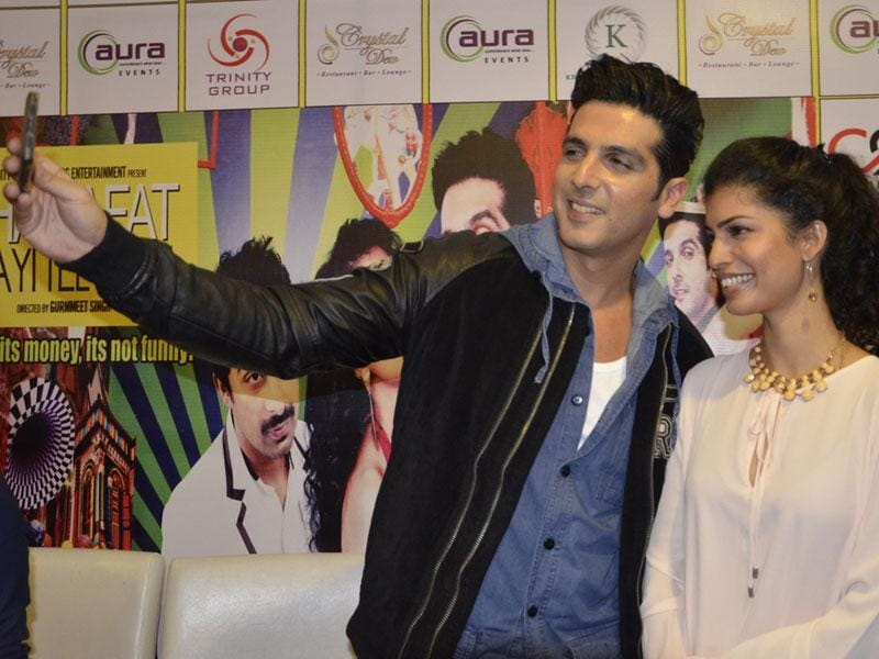 Actors Zayed Khan and Tina Desai visit Bhopal on Sunday to promote their upcoming Movie 'Sharafat Gayi Tel Lene'. (Mujeeb Faruqui/HT photo)