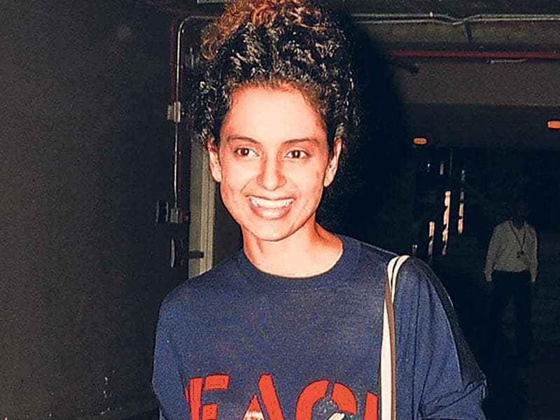 Kangana Ranaut caught in a happy mood as she smiles for the shutterbugs. (Photos: Yogen Shah, Viral Bhayani)