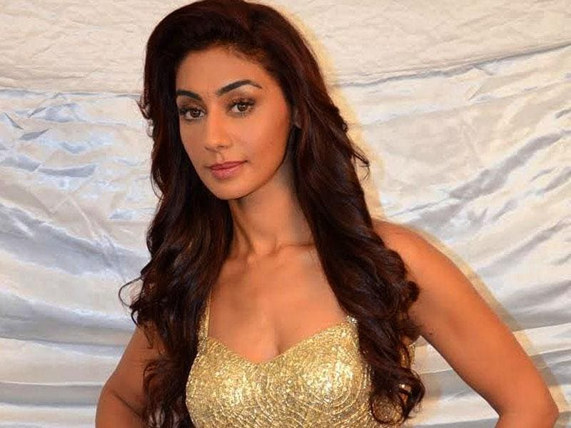 Mehek Chahal, who enetered as one of the five challengers on Bigg Boss 8, was voted out in mid-week evictions.