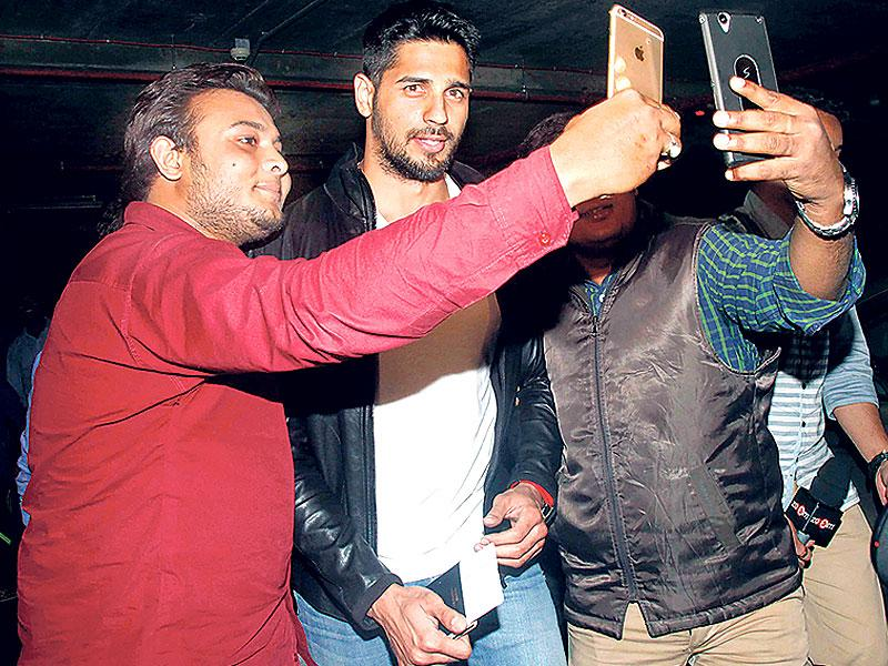 Fans are almost all over Sidharth Malhotra as he obliges them for a picture. (Photo: Yogen Shah)