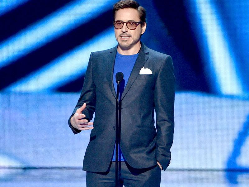 Actor Robert Downey Jr. accepts the Favorite Movie Actor award onstage. (AFP Photo)