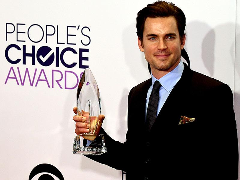 Matt Bomer posing with his award. (AFP Photo)